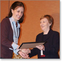 Marina Walker-Guevara accepts a 2006 Award for Excellence in Health Care Journalism on behalf of the Center for Public Integrity.